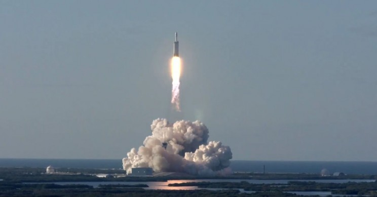 SpaceX Falcon Heavy Launches Successfully, Rockets Recovered