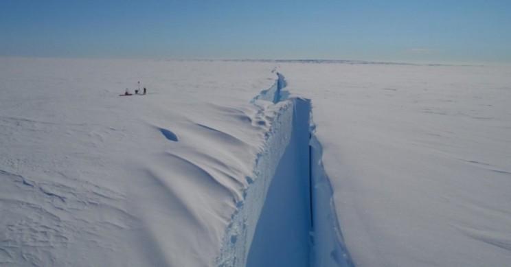 Giant Iceberg Will Break off Antarctica, Jeopardizing Research Station
