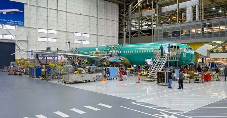 Manufacturing Boeing 737 MAX 8