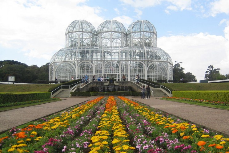 25 Glass Houses, Domes, and Other Incredible Glass Constructions Around the World