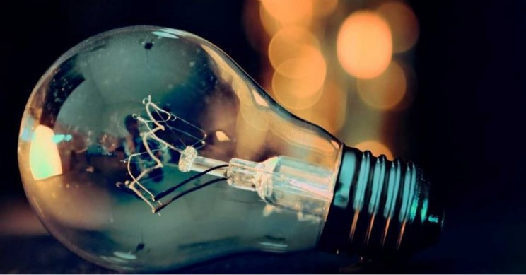 Who Actually Invented The Incandescent Light Bulb?