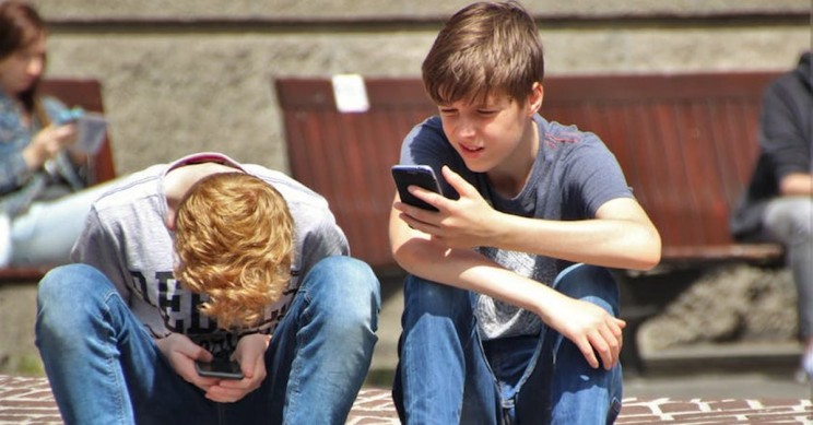 France Has Banned Students from Using Smartphones and Tablets at School