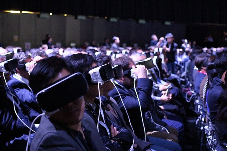virtual reality crowd