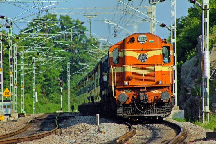 250 Trains Will Be Fitted with Rooftop Solar Panels in India