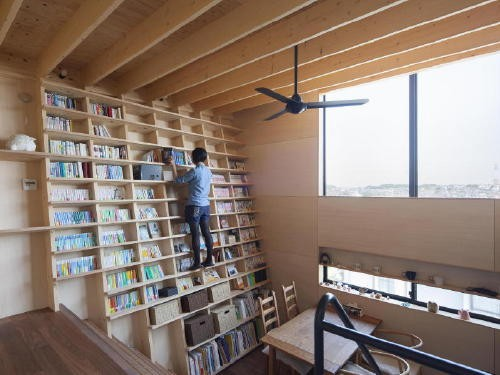 This Architect's Oblique Floor-to-Ceiling Bookshelf Makes the Most of a Small Space