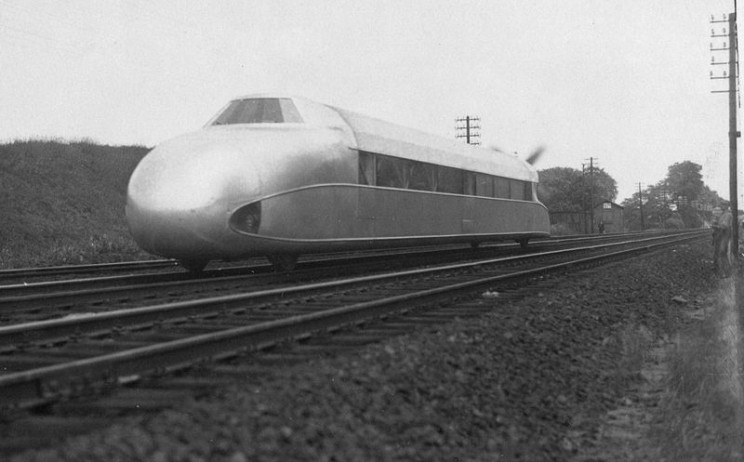 This German Engineer Created a Hybrid of a Train and a Zeppelin
