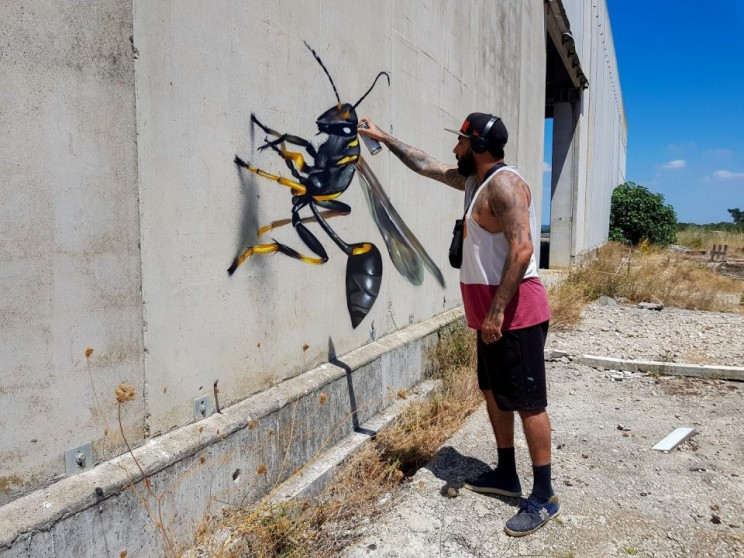 Odeith makes these giant insects pop only using spray paint