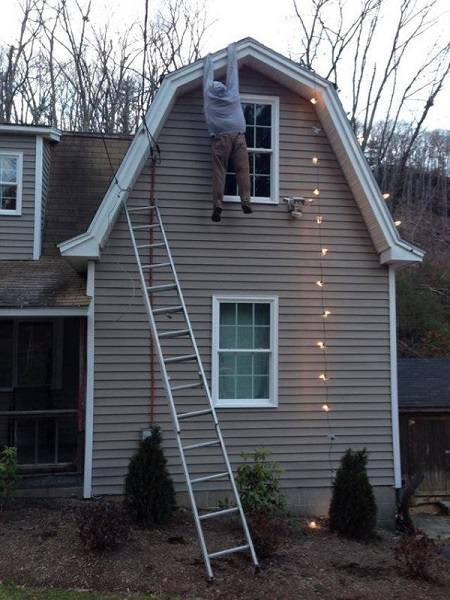 11+ of the Laziest Christmas Decoration Attempts