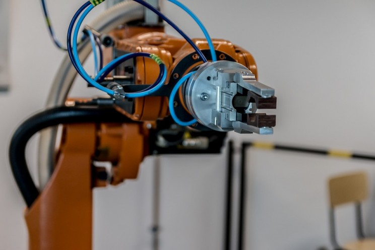AI Expert Claims Plumbers and Electricians Will Be Last to Get Replaced by Robots