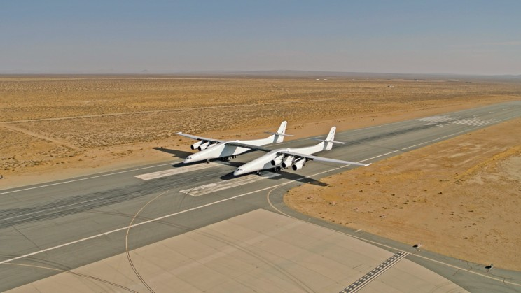 The Giant Stratolaunch Plane Hits the Runway for the First Time