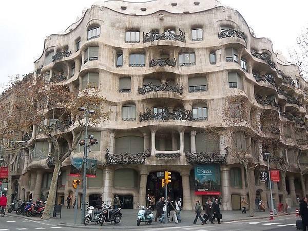 "Antoni Gaudi: ""God's Architect"" who Brought Buildings to Life"