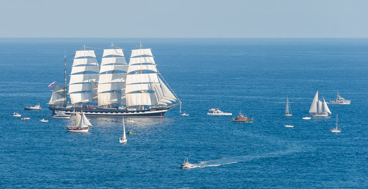 13 Most Beautiful Sailing Ships of All-Time That Will Give