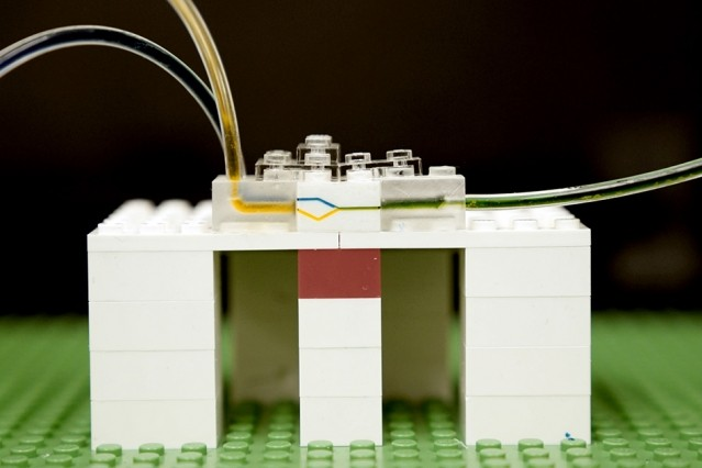 Researchers at MIT Use Lego to Build a Microlab for Fluid Experiments