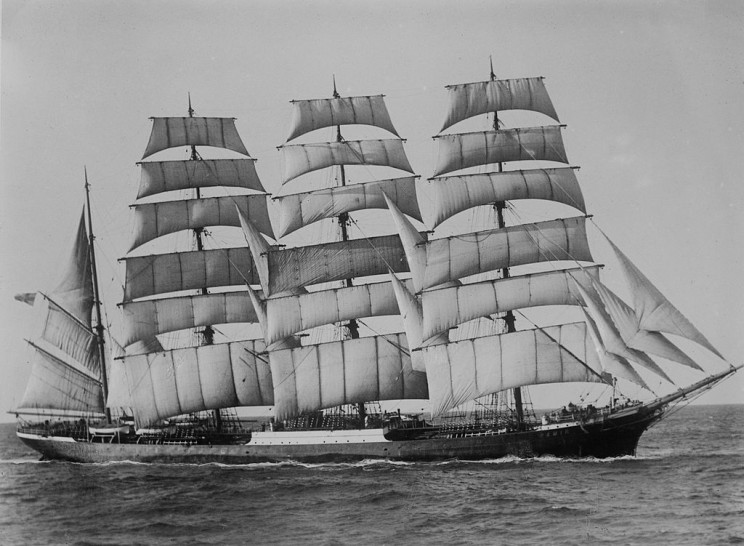 13 Most Beautiful Sailing Ships of All-Time That Will Give You Travel Envy