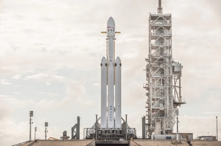 SpaceX vehicles falcon heavy