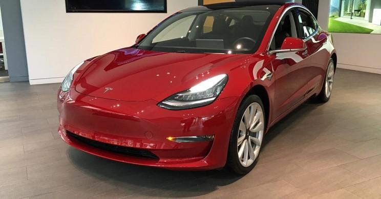 Tesla Offers Online Buyers Immediate Delivery of Showroom Vehicles