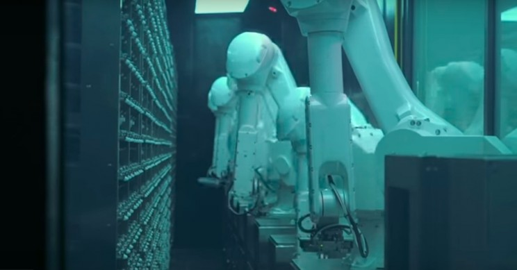 Popular Chinese Hot Pot Chain Introduces Robot Soup Chef