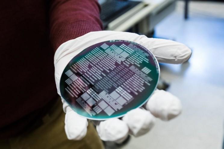 Vanadium Dioxide Could Revolutionize Electronics for Aerospace and Neuromorphic Computing