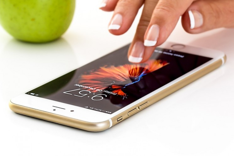 Controversies And Drop in iPhone Sales: Where Is Apple headed?