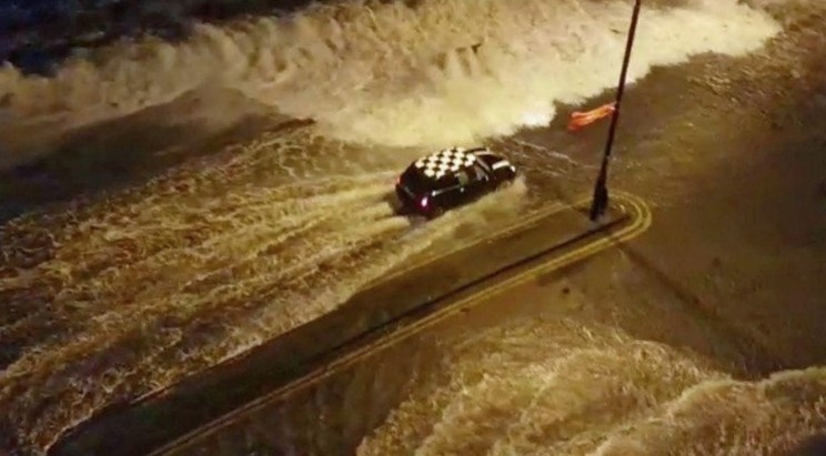 Mini Cooper Driver Takes on the Ferocious Storm Eleanor by Driving Through It