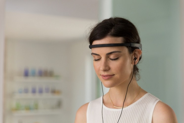 This Brain Sensing Headband Guides You through the Art of Meditation