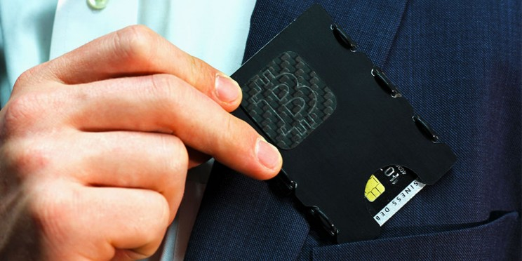 This Wallet Stores Your Cryptocurrencies Alongside Your Cash and Cards