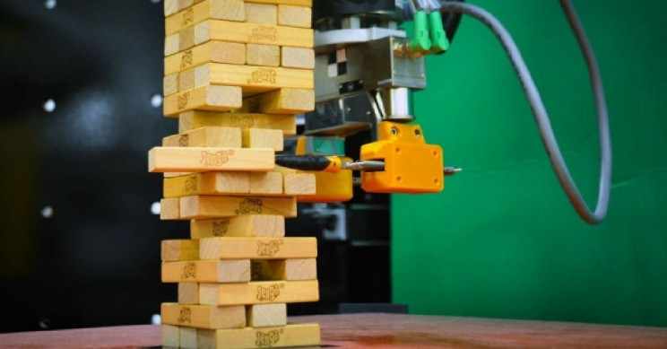 This MIT Robot Taught Itself to Play Jenga