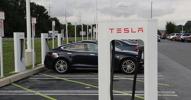 Tesla Drops Supercharger Price After Customer Backlash