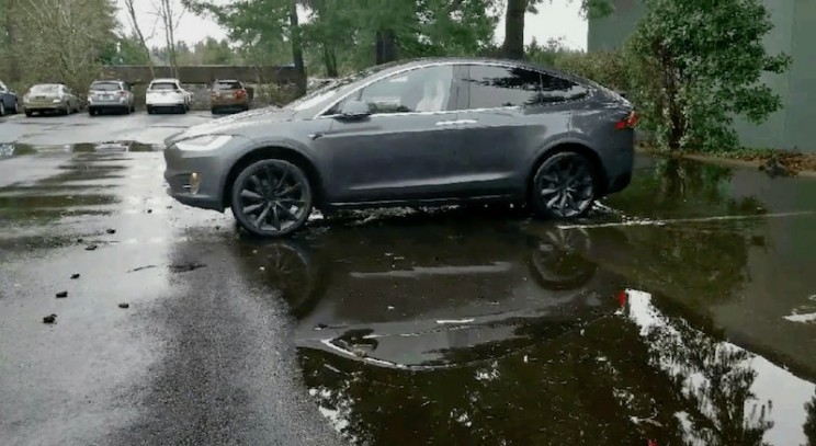 Reddit Video Shows a Tesla Model X Driving Itself Out of a Puddle Using the Summon Feature