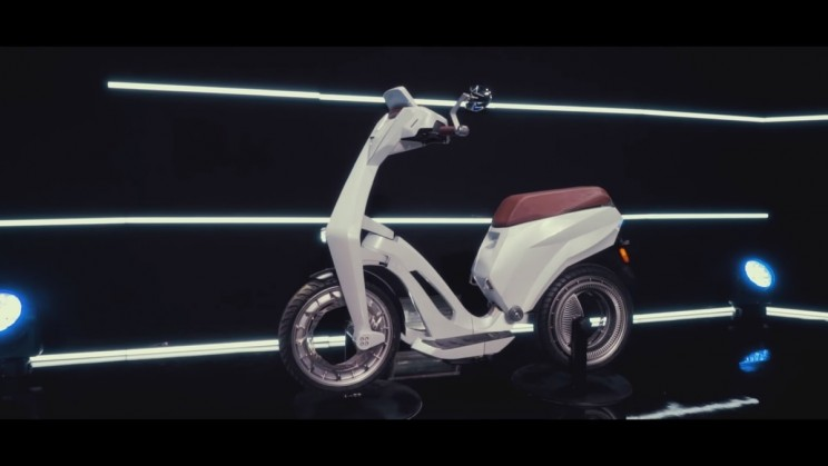 This Fully Collapsible Electric Scooter is the Height of Convenience in Travel