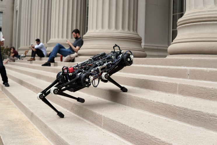 This Cheetah Robot Can Climb Stairs and Avoid Obstacles Without Seeing Anything