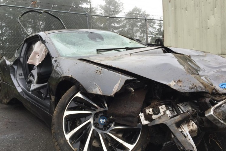 airbags in BMW i8 saved driver