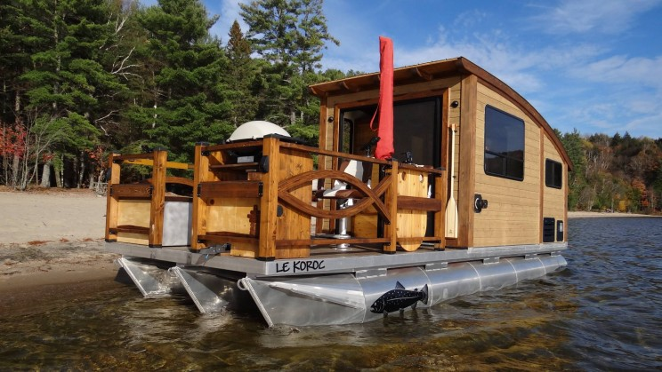 Solar-powered Boat is the Perfect Tiny Home for a Life of Sailing