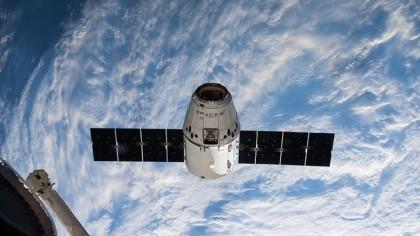 SpaceX Delays Tourist Flights Around the Moon