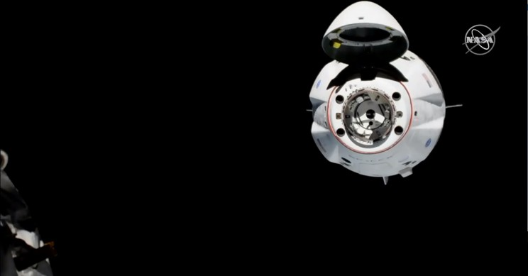 SpaceX Dragon Crew Capsule Approach