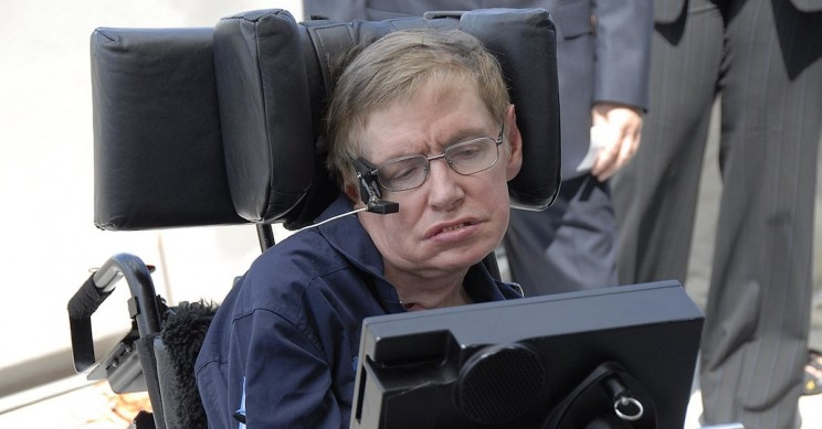 Royal Mint Honors Stephen Hawking With Black Hole on a 50p Coin