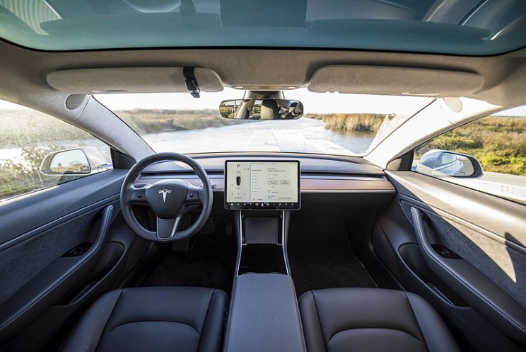 Tesla Moves Autopilot Controls to Steering Wheel for Model 3 Units