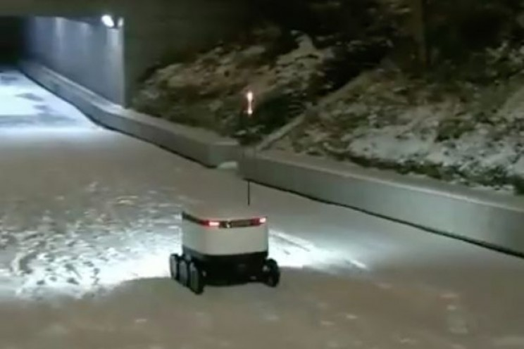 This Food Delivery Robot Successfully Made Its Way Through Snowy Streets of England