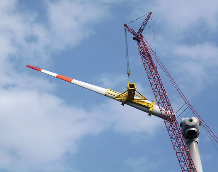 The Scientific Reason Why Wind Turbines Have 3 Blades