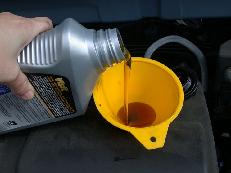 What Using the Wrong Oil During an Oil Change Really Does to