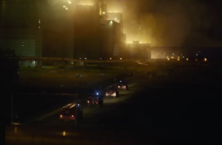 Firemen arriving to burning reactor