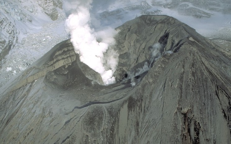The 10 Most Dangerous Volcanoes Looming Over the United States