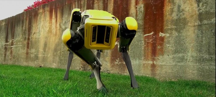 Boston Dynamics Just Unveiled a New Robot Dog and It Is Unnerving
