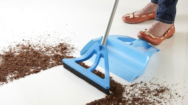 This Company Wants to Improve the Way We Sweep With Their Innovative Broom and Dustpan