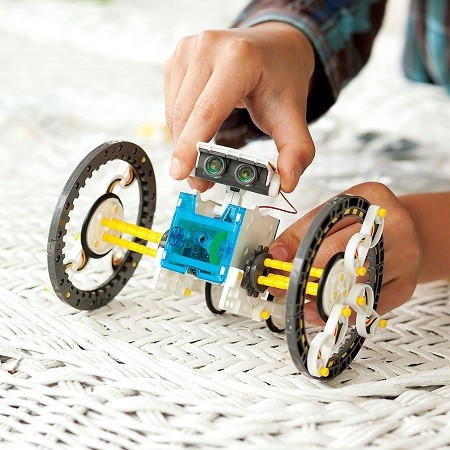 9 of the Best Robot Toys for Children (and Parents) This Christmas