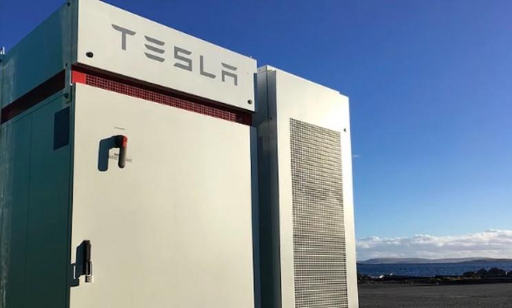 Tesla Delivers Powerpack to Scottish Tidal Power Station