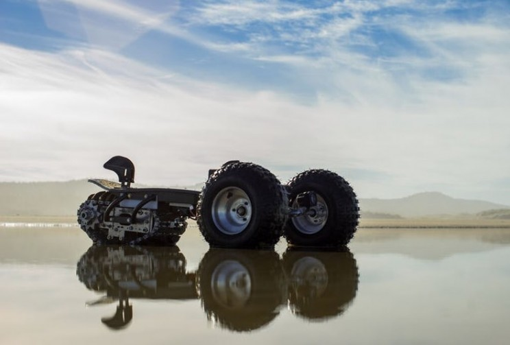 This Compact Electric Board Can Tackle Any Terrain From Sand to Snow