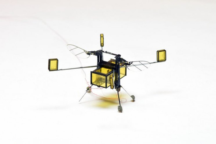 This Autonomous Robot Bee Uses Combustible Rockets to Dive in and out of Water