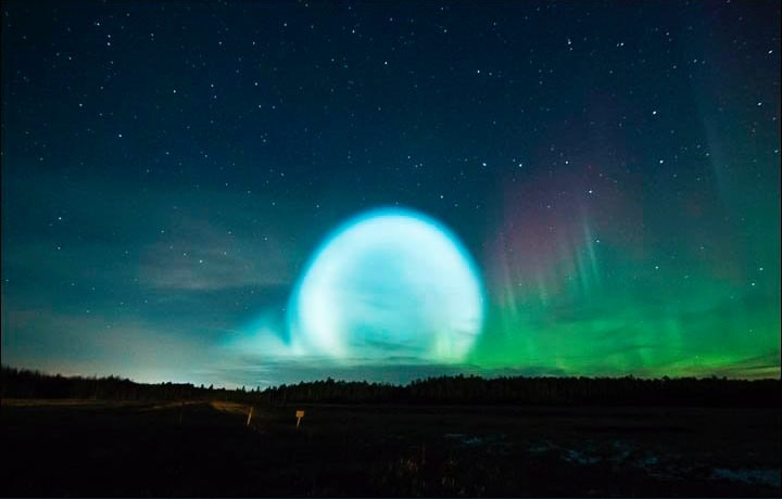 Science Has an Explanation for the Mysterious Glowing Orb over Siberia