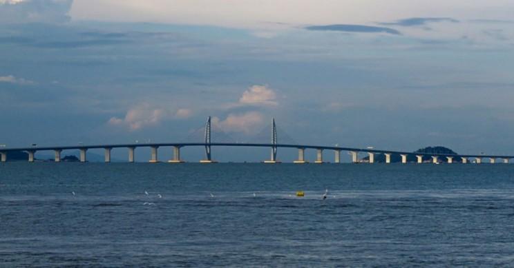 $20 Billion Mega-Bridge Between Hong Kong and China Ready for Use